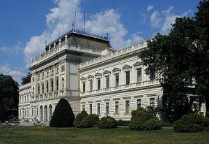 350px-Graz_University_main-front