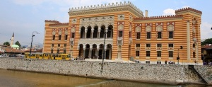 Bosna'daki savaş sırasında başkent Saraybosna'yı kuşatan aşırı Sırp milliyetçilerinin açtığı ateş sonucu çıkan yangında tahrip olduktan sonra onarılan Viyeçnitsa Kütüphanesi kapılarını ziyaretçilere açtı. Kentin sembollerinden biri olan, ''Saraybosna'nın hafızası'' olarak da bilinen ülkenin en önemli ulusal arşivi, ''Açık Kapı Günleri'' kapsamında 31 Temmuz'a kadar 10.00-17.00 saatleri arasında ziyaret edilebilecek. (İsmail DURU - Anadolu Ajansı)